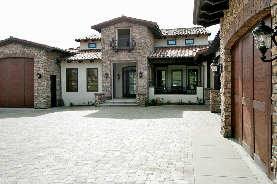 New Contemporary Italian Villa