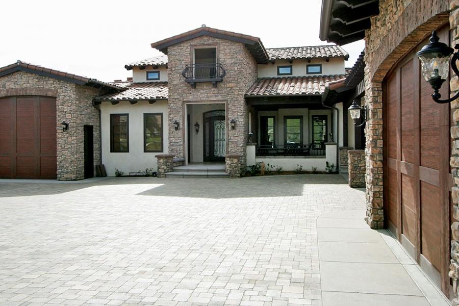 New Contemporary Italian Villa