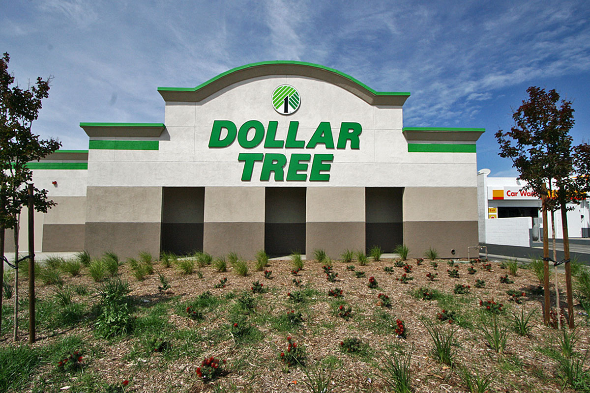 Dollar Tree Facade